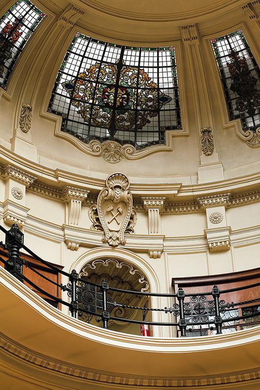 Detalle de la vidriera del Museo en la zona abovedada y de los acabdos. Sede del IGME