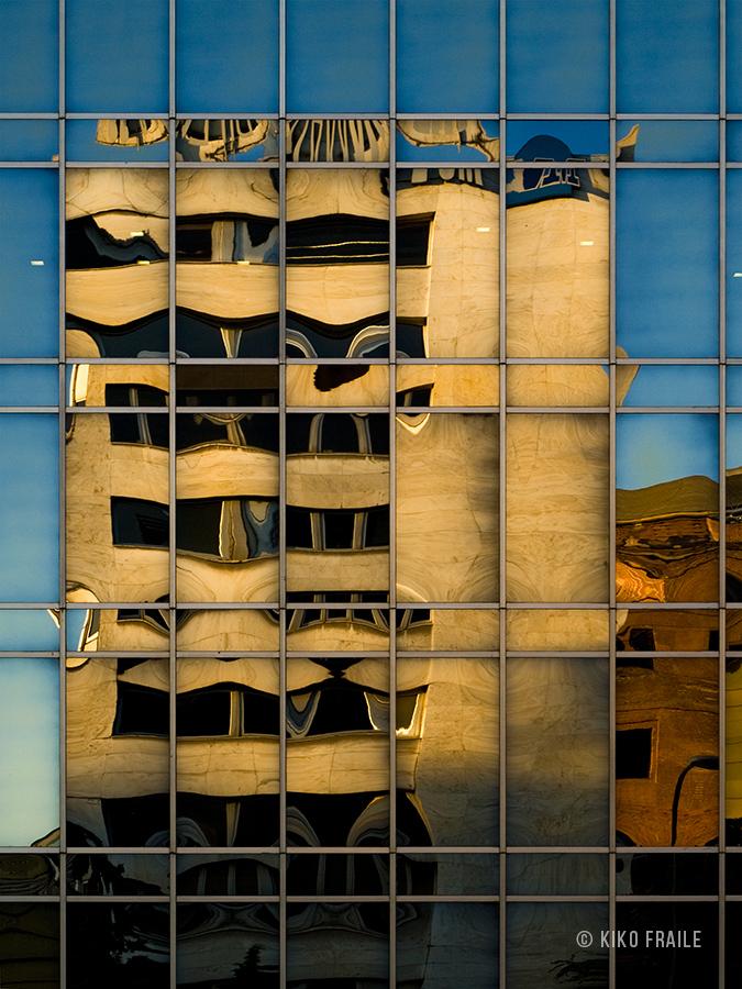 Reflejos en el edificio Castellana 40 de Madrid. © Kiko Fraile