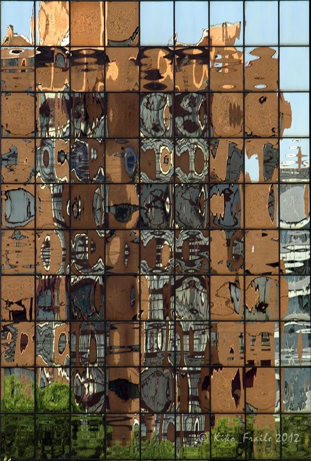 Reflejos de Madrid en la calle Arturo Soria. © Kiko Fraile 2012