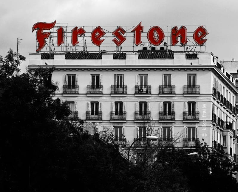 Cartel de Firestone, (1956 - 2009) en Madrid. Retirado por  normativa municipal. © Kiko Fraile