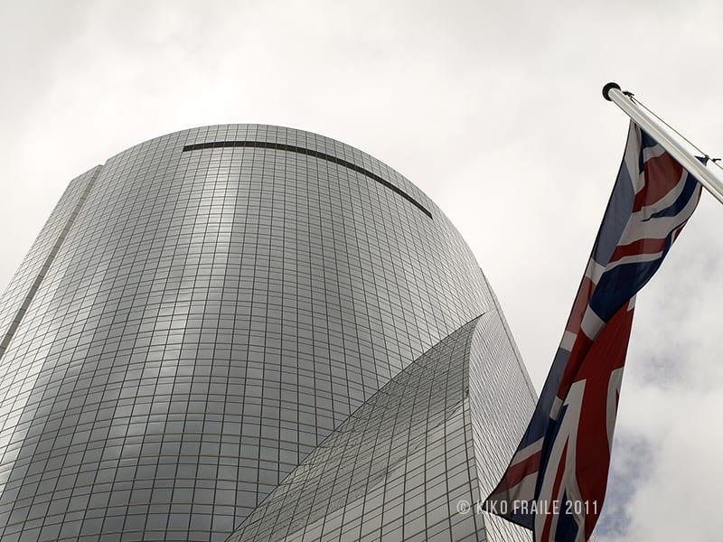 Torre Espacio y badera de UK. Una de las Cuatro Torres Business Area. Madrid, Spain. © Kiko Fraile 2011