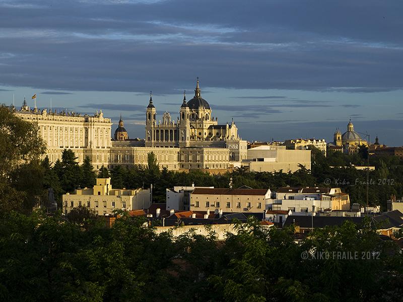Vista general de Madrid de los Austrias. La catedral de la Almudena en el centro. © Kiko Fraile