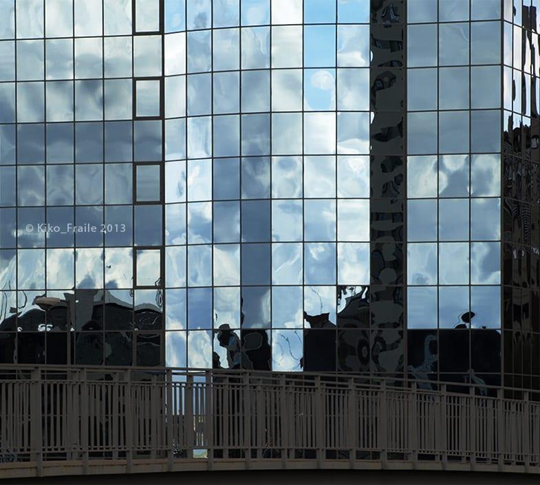 Reflejos de Madrid en la calle Eduardo Dato. © Kiko Fraile 2013