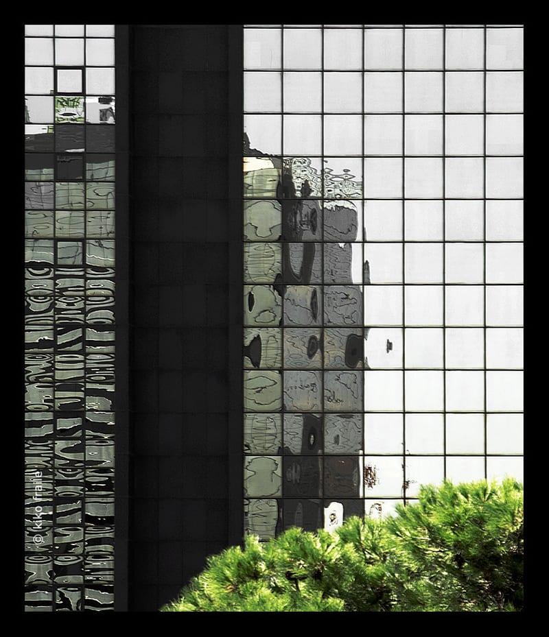 Reflejos de Madrid en Eduardo Dato. © Kiko Fraile