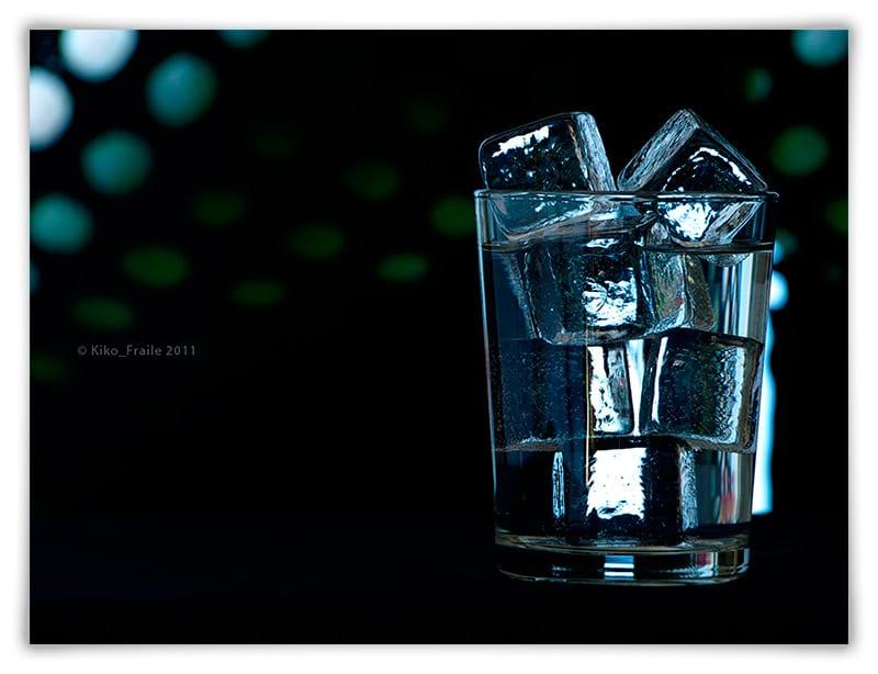 vaso-agua-hielos